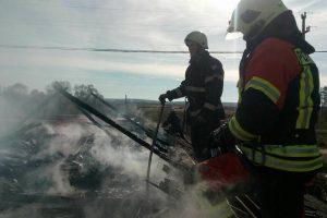 Incendiu la o casă din Bodo. Pompierii s-au luptat trei ore să stingă focul