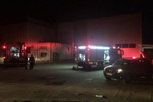 Foto: Aproape 170 de angajaţi, evacuaţi dintr-o fabrică din Ghiroda în urma unui incendiu