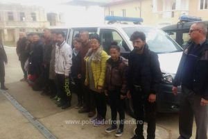 13 migranţi, opriţi la frontiera cu Serbia