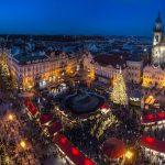 Foto. Cristale de Bohemia şi multe bunătăți la căsuțele din Târgul de Crăciun de la Praga