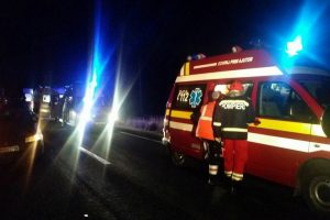 Două persoane încarcerate în urma unui accident