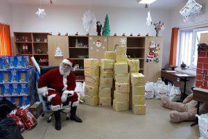 Jandarmii au oferit cadouri copiilor, cu prilejul sărbătorii de Crăciun