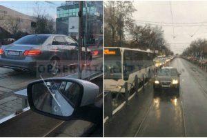 """Primarul Timișoarei, Nicolae Robu își arată """"respectul"""", în trafic, față de ceilalți șoferi"""
