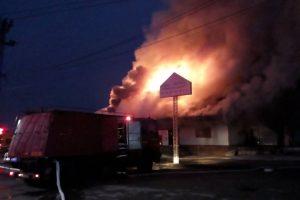 Incendiu la un depozit de materiale de construcții în gara Aradul Nou