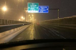 Se circulă în condiţii de iarnă pe drumurile din vest