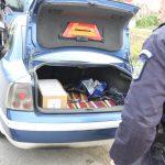 Sute de pachete cu țigări, confiscate de jandarmii Grupării Mobile Timișoara, la Arad