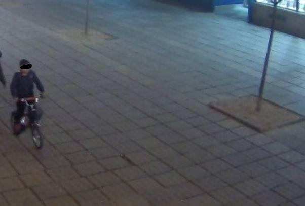 Minorul de 6 ani, dat dispărut de părinți, a fost găsit în Piața Victoriei