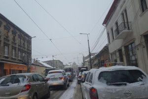 Şoferi, nu plecaţi la drum fără ca maşinile să fie echipate de iarnă!