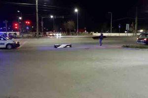 Un sicriu în care se afla o persoană decedată a căzut din mașina unei firme de pompe funebre
