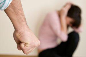 Un tată din Arad şi-a violat fiica în vârstă de 14 ani