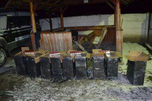 Focuri de armă pentru oprirea contrabandiștilor și peste 31.500 pachete cu ţigări confiscate de poliţiştii de frontieră