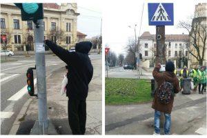 Au fost prinși de polițiști în timp ce lipeau, ilegal, afișe pe stâlpii de iluminat din Timișoara