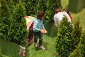 Copiii sunt invitați să descopere Labirintul iepurașului din Iulius Mall
