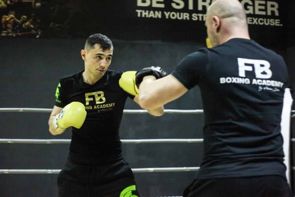 """Pugilistul timișorean Flavius Biea, în main-event-ul galei """"Noaptea Campionilor"""" de la Arad"""