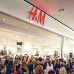 Stocul de haine nevândute al H&M a crescut, iar profitul s-a prăbuşit. Care e motivul