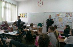 Polițiștii locali din Timișoara, din nou printre băncile cu elevi