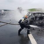 Incendiu pe autostradă! Un autoturism s-a făcut scrum
