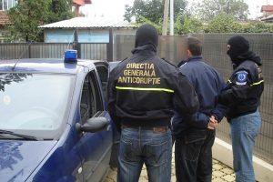 Albanez prins în flagrant când încerca să ofere 200 de euro mită