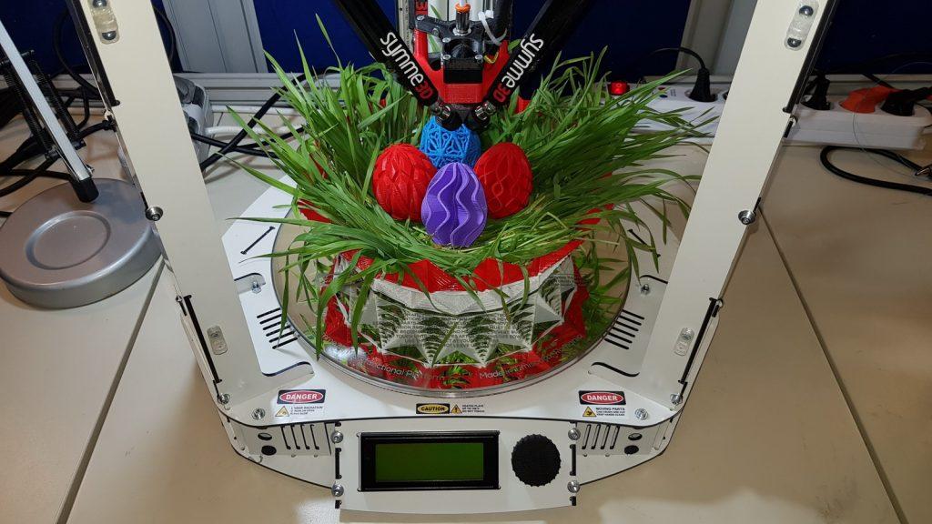 Studenții UPT îmbină tradiția cu tehnologia: ouă de Paști printate 3D