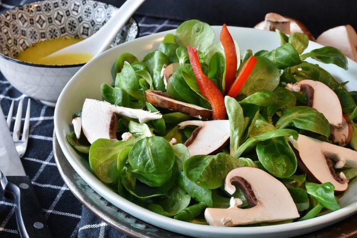 Salate de sezon care curăță ficatul de toxine și dau energie