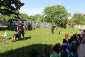 Şcoala altfel, alături de jandarmi şi câinii lor de serviciu