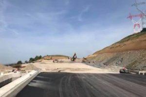 Peste 700 de muncitori mobilizaţi pe şantierul autostrăzii A1 Lugoj-Deva