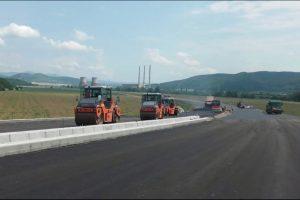 Drumarii de pe șantierul lotului 4 al autostrăzii Lugoj-Deva au o săptămână de concediu