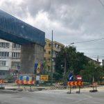 De joi, circulația rutieră interzisă în zona Girocului. Se demolează baricada