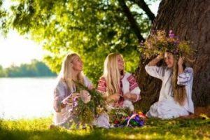Tradiții de Sânziene. Noaptea în care fetele își pot visa viitorul soț