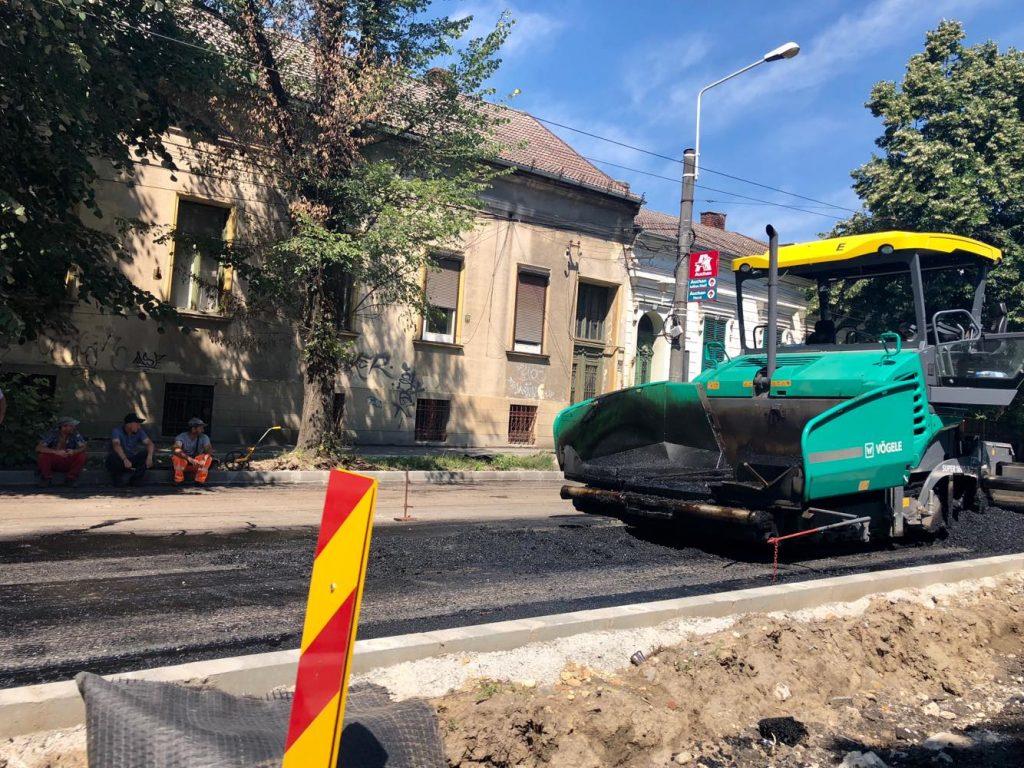 Azi, lucrări de asfaltare pe mai multe străzi din Timișoara