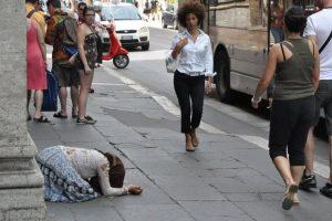 Romii din capitala Italiei primesc 3.000 de euro pentru a se întoarce în România