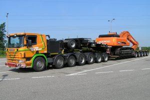 Două transporturi agabaritice, pe autostrada A1 de lângă Timișoara