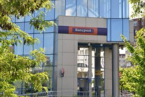 Bancpost, amendată de ANPC pentru practici comerciale incorecte. Banca, pusă să restituie bani clienților