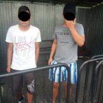 """Tineri depistați de Poliţia Locală fumând """"iarbă"""". Nu s-au jenat de trecători"""