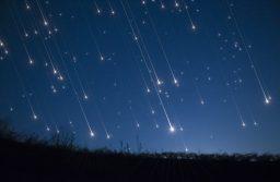 Când va avea loc cea mai spectaculoasă ploaie de meteori din acest an