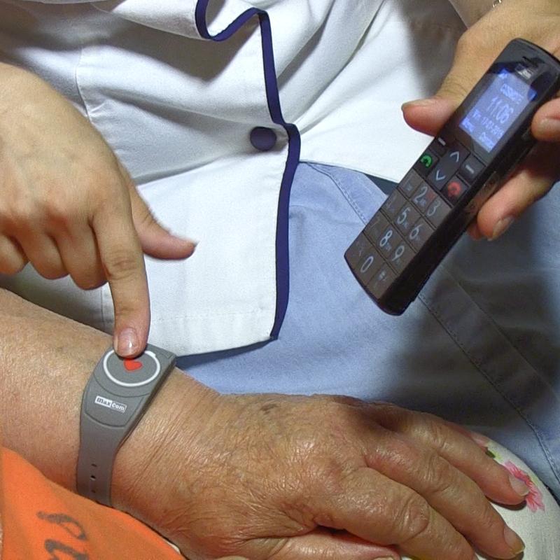 Butonul care salvează vieți! Teleasistență medicală pentru vârstnicii din Timișoara