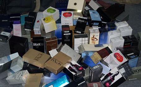 Parfumurile de firmă din mall, o mare atracţie pentru hoţi