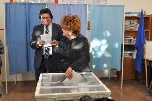 Robu a votat la referendum alături de soţie