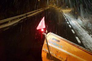 Iarna îşi intră în drepturi. DRDP Timişoara a acţionat cu 13 utilaje în noaptea de vineri spre sâmbătă