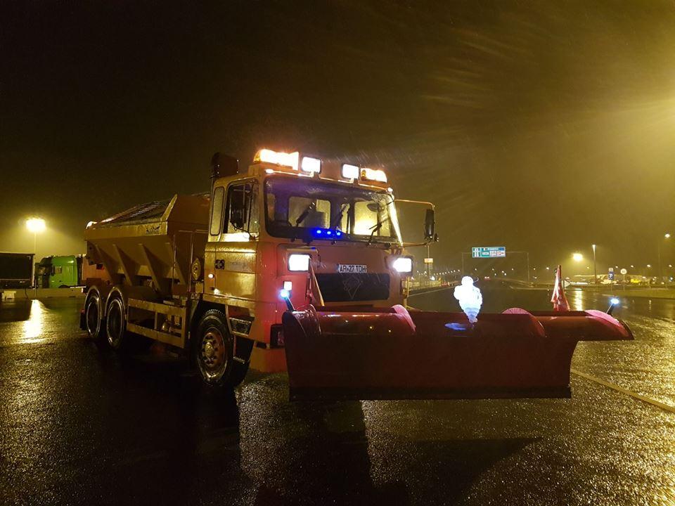 Drumarii din vestul țării au acționat cu zeci de tone de material antiderapant