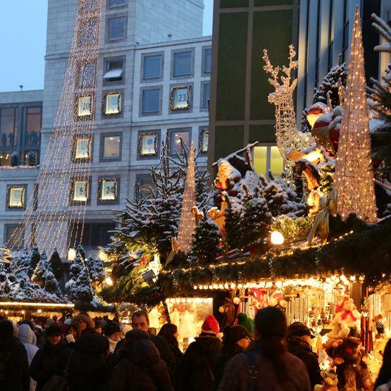 Târgul de Crăciun de la Sttugart, cu o tradiţie de peste 300 de ani, se deschide miercuri
