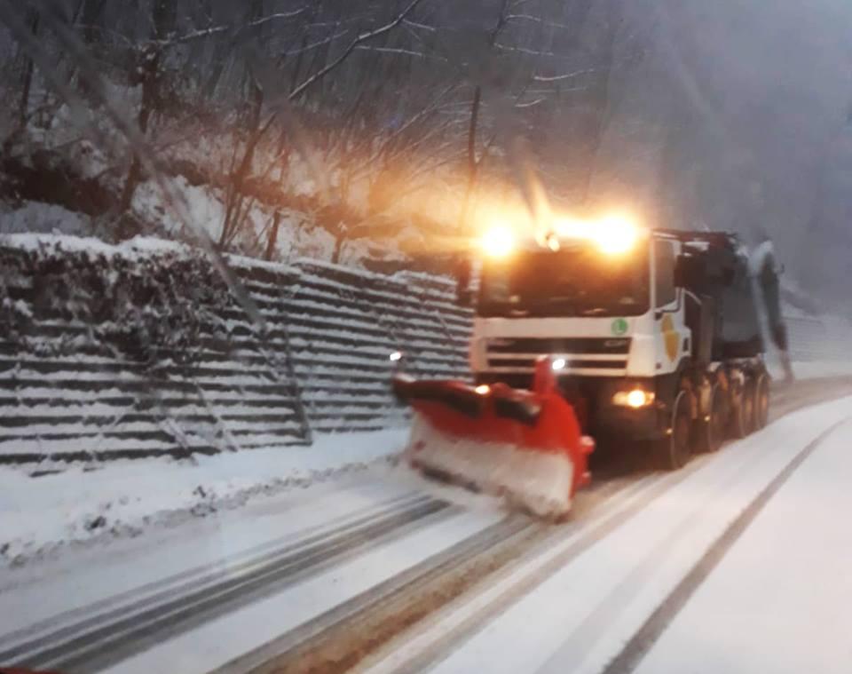 Iarna îşi intră în drepturi. DRDP Timişoara a răspândit sute de tone de material antiderapant