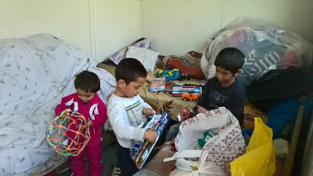 Paturi, alimente și haine pentru familii nevoiașe din Becicherecu Mic