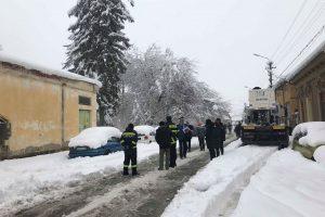Primăriile Timişoara şi Lugoj, amendate de Poliţie pentru că nu au deszăpezit străzile