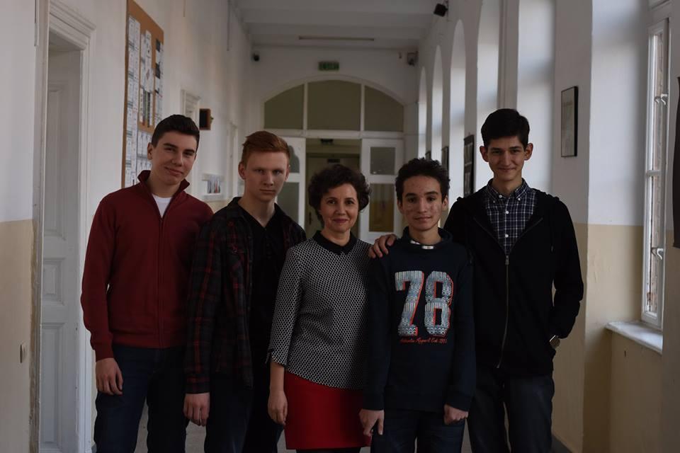 Elevii din Timișoara au primit banii necesari pentru a merge în SUA la concursul de robotică