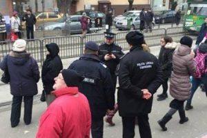 Poliţiştii locali şi jandarmii, cu ochii pe hoţii de buzunare