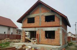 Construirea fără autorizație: Ce riscuri își asumă cei care nu respectă legea