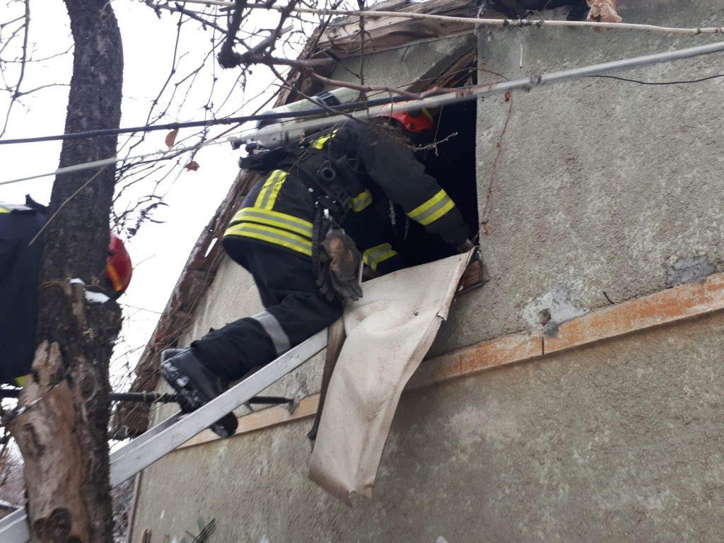 Incendiu la cămara unei locuințe