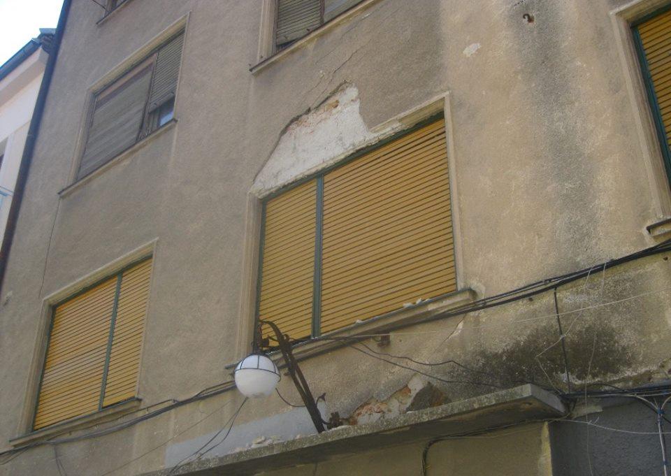 Zeci de amenzi pentru proprietarii de clădiri neîntreținute