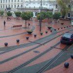 Polițiștii locali sunt cu ochii pe cei care intră cu maşinile în Piața Libertății
